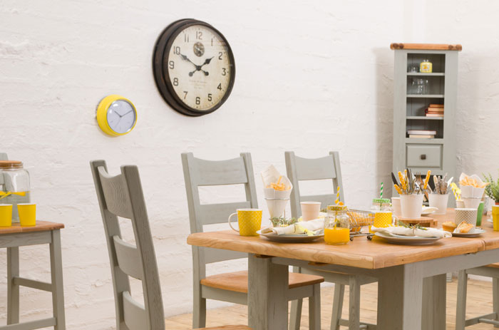 Liven up your kitchen with a charming wall clock. 'Queenstown' 6-Piece Dining Set